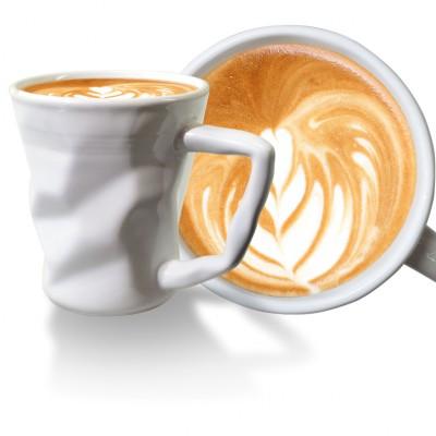 gyűrött kávéscsésze cappuccino