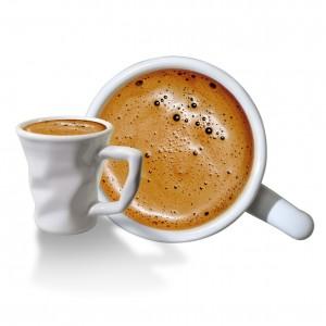 gyűrött kávéscsésze