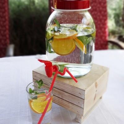 3 literes, modern limonádés italadagoló üveg, csappal.