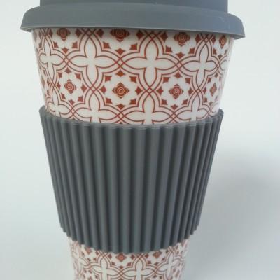 Thermo bögre. Thermo coffee to go bögre, környezetbarát utazó pohár. Kemény bambuszból, szilikon gallérralés szilikon kupakkal. 3,5 dl.