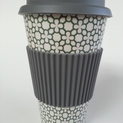 Thermo bögre. Thermo coffee to go bögre (környezetbarát). Kemény bambuszból, szilikon gallérralés szilikon kupakkal. 3,5 dl.
