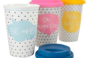 Thermo bögre, vagy ahogy most hívják: Coffee-to-go bögre, porcelánból, szilikon gallérral és szilikon kupakkal. 4dl -akár forró folyadékot- tölthetsz bele.
