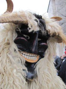 Farsangi jelmez, busó és karneváli hangulat a lilapapagaj.hu segítségével. Busó maszk Mohácsi busójárás egy pillanatából.