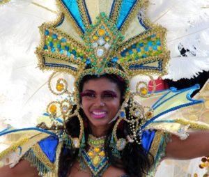 Farsangi jelmez,karneváli hangulat a lilapapagaj.hu segítségével. Rioi karnevál.